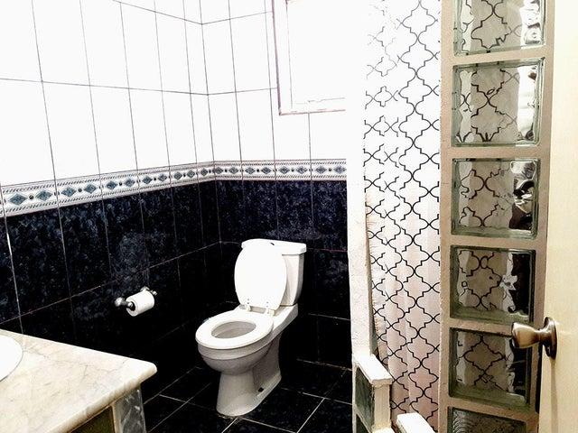Residential-Casa Aruba>Noord>Noord - Alquiler:1.500 Dolar - codigo: 17-44
