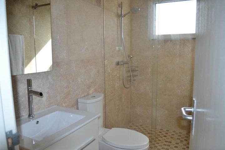 Residential-Casa Aruba>Noord>Noord - Alquiler:2.200 Dolar - codigo: 18-49
