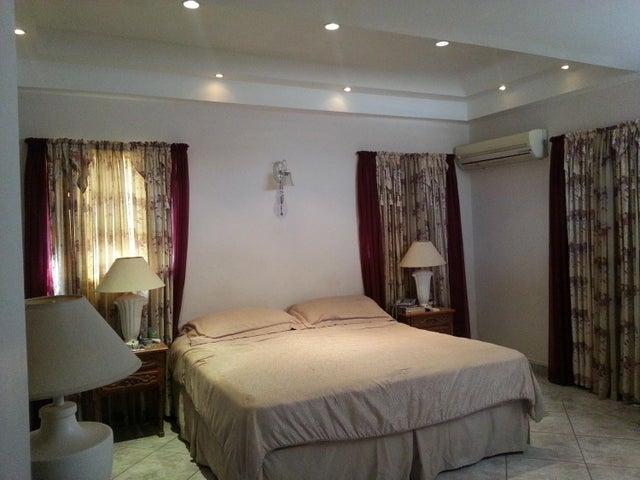 Residential-Casa Aruba>Santa Cruz>Santa Cruz - Venta:320.000 Dolar - codigo: 18-53