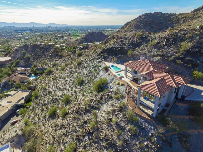 6740 N PALM CANYON Drive, Phoenix, AZ 85018