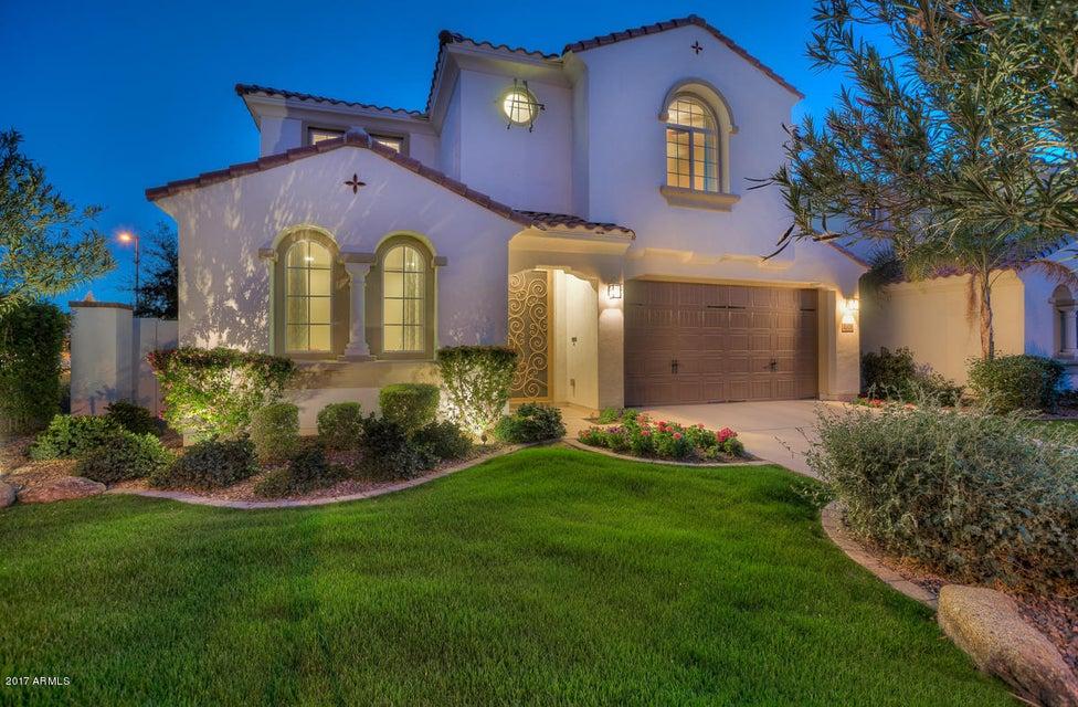 2321 W DESERT BROOM Place, Chandler, AZ 85248