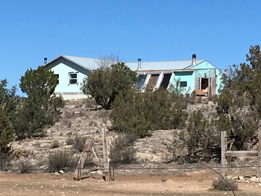 636 Lucky Dog Ranch --, Seligman, AZ 86337