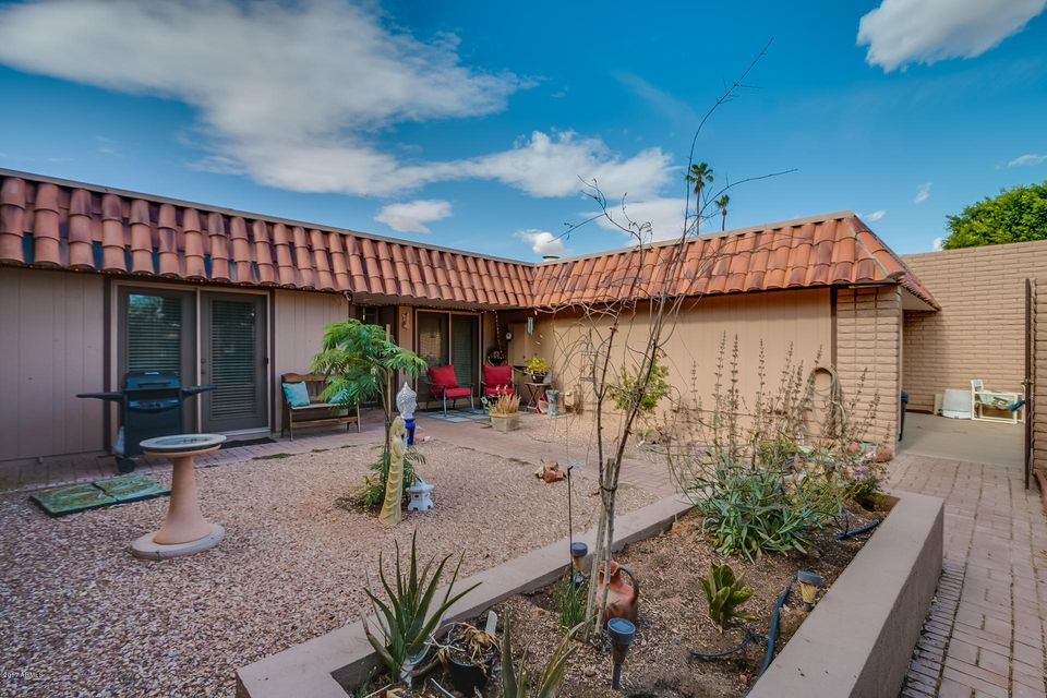 10706 W BUCCANEER Way, Sun City, AZ 85351