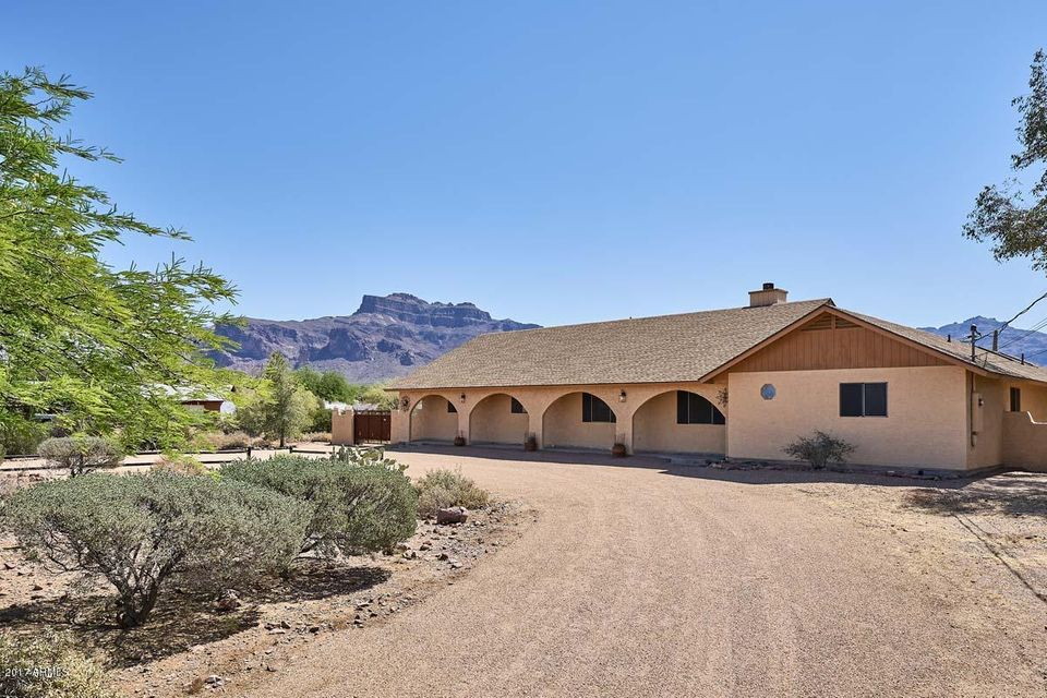 2209 S SIXSHOOTER Road, Apache Junction, AZ 85119
