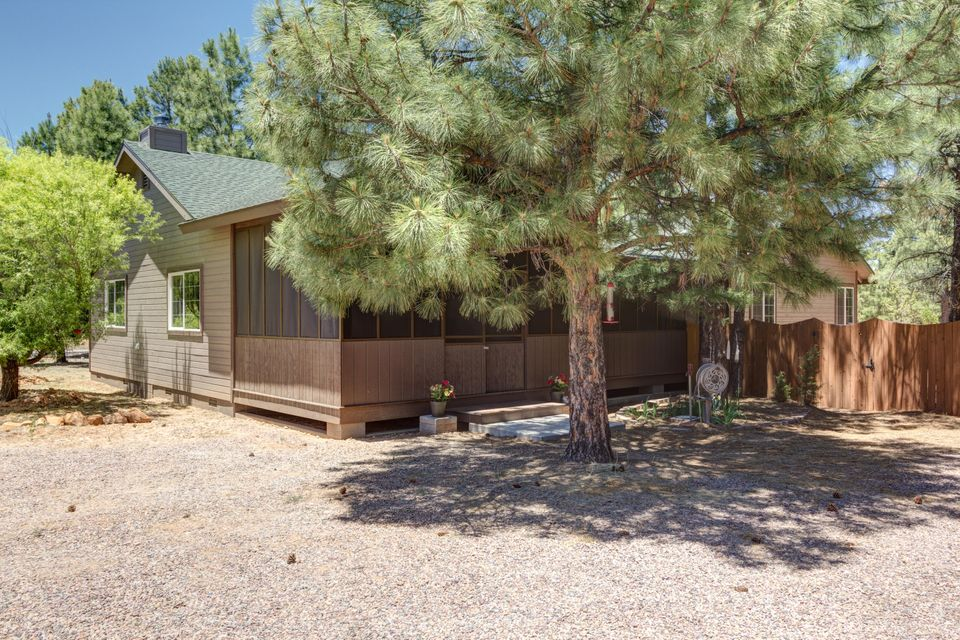 2004 CHRISTMAS PINE Road, Overgaard, AZ 85933