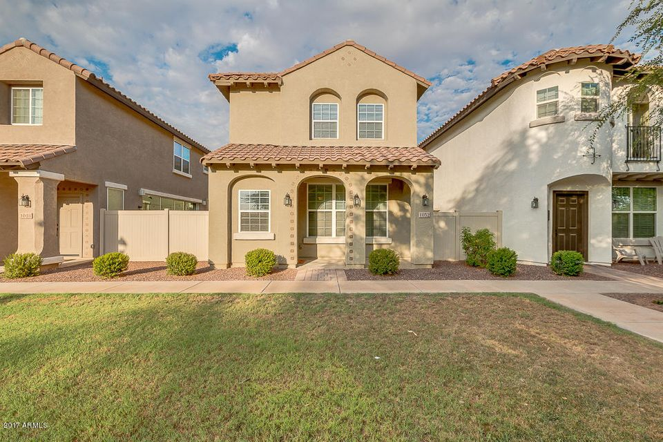 1052 S REBER Avenue, Gilbert, AZ 85296