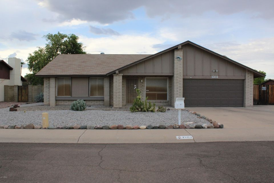 3202 W ANGELA Drive, Phoenix, AZ 85053