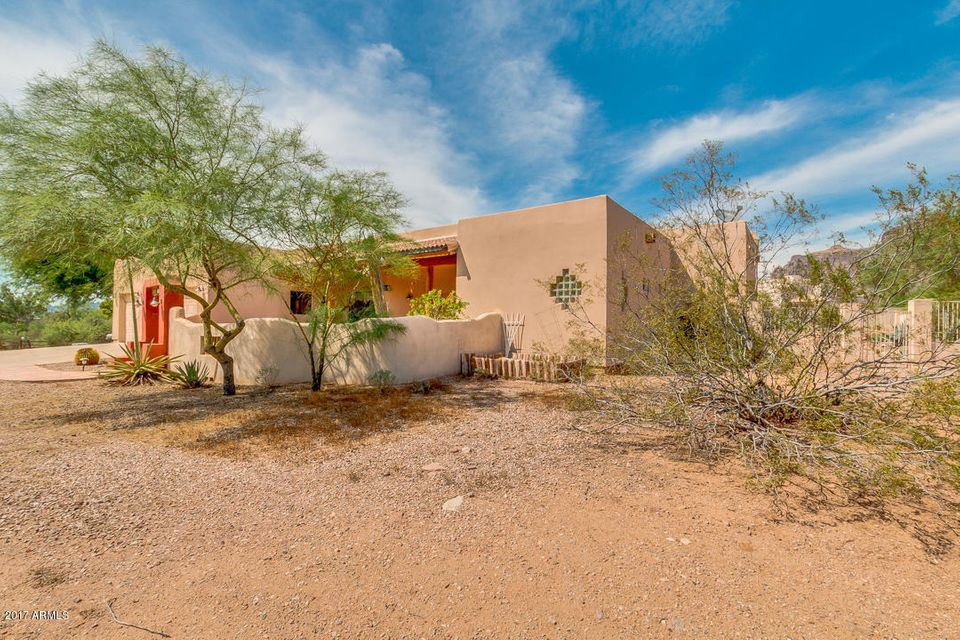 85 N SIXSHOOTER Road, Apache Junction, AZ 85119