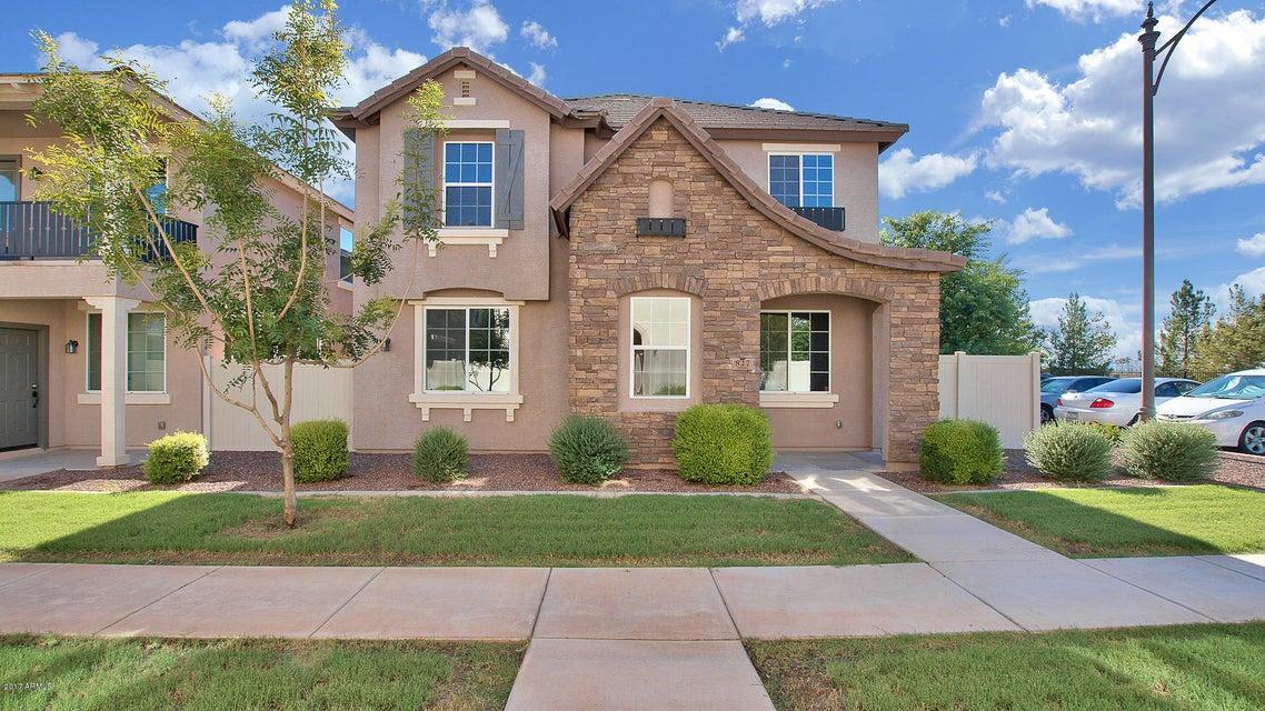 827 S REBER Avenue, Gilbert, AZ 85296