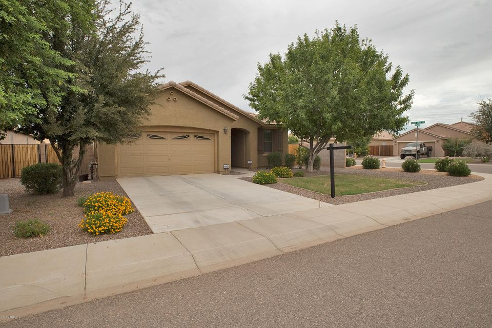 28 W BURKHALTER Drive, San Tan Valley, AZ 85143