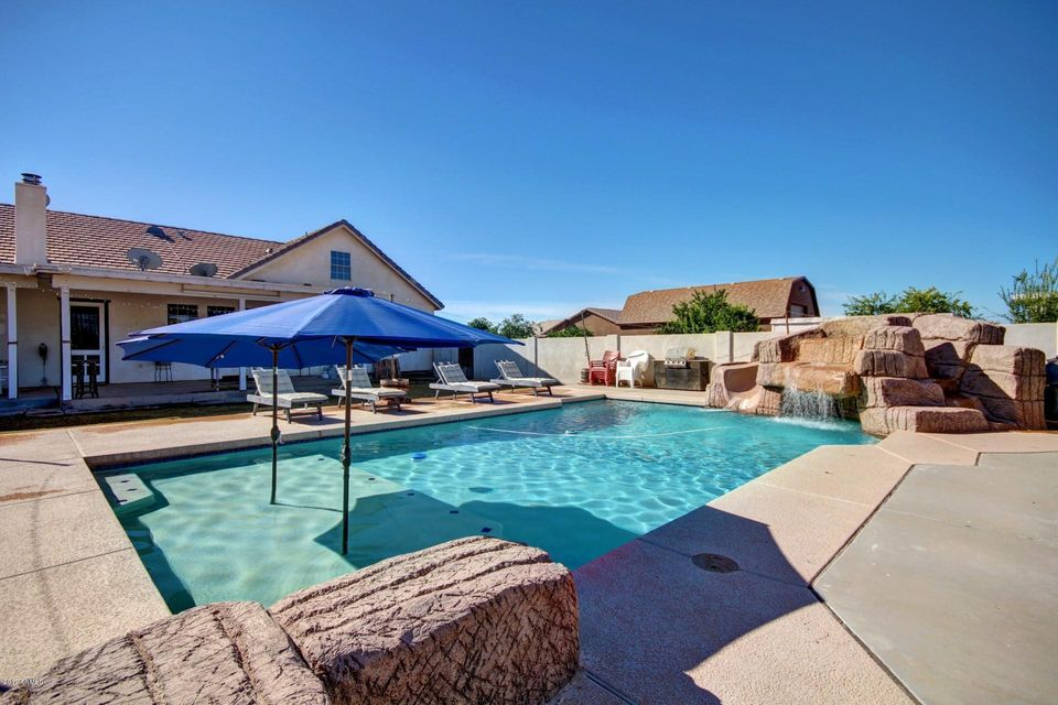 1696 e country lane - Luxury Homes With Pools
