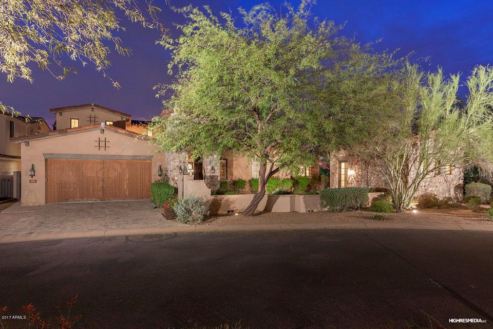 THE ABSOLUTE BEST DEAL IN ALL OF SILVERLEAF!   This custom estate features a rare opportunity for families or snow birds who love to entertain. Stunning features and finishes throughout the property. Towering ceilings providing a ton of natural light. Kitchen has been well appointed with custom mill work, gorgeous hardwood beams and Viking appliances. Bedrooms are gracious in size with all having ensuite baths. Backyard is magnificent with gorgeous views, bbq area, and sparkling pool. Perfect for entertaining.  As a bonus there is a 300 sqft guest casita. The is the BEST BUY you will find. Schedule your tour today! SELLER WILL CARRY FOR A PERIOD OF 5 YEARS AT 5% with just 10% down.