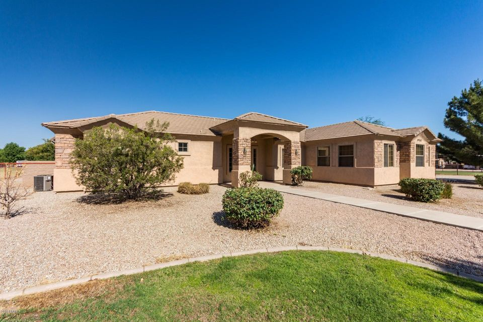 Photo of 39762 N CREEKSIDE Road, San Tan Valley, AZ 85140