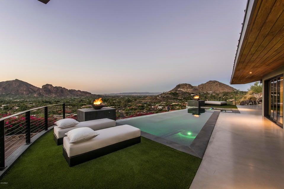 Photo of 7517 N MOONLIGHT Way, Paradise Valley, AZ 85253