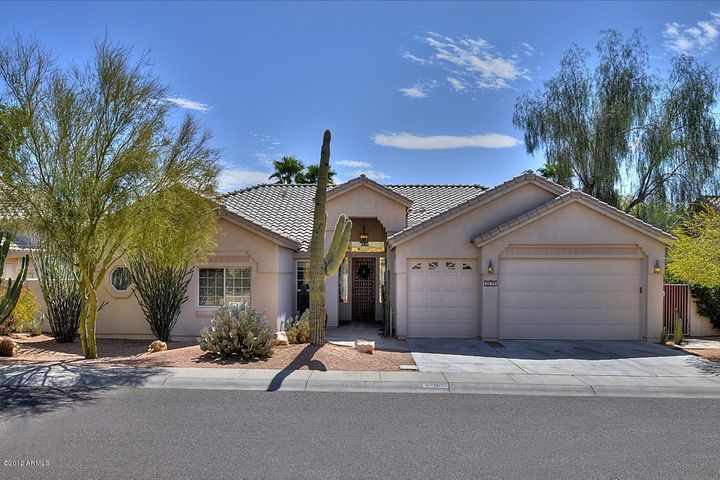 You are home! This home is centrally located to all that Scottsdale has to offer.