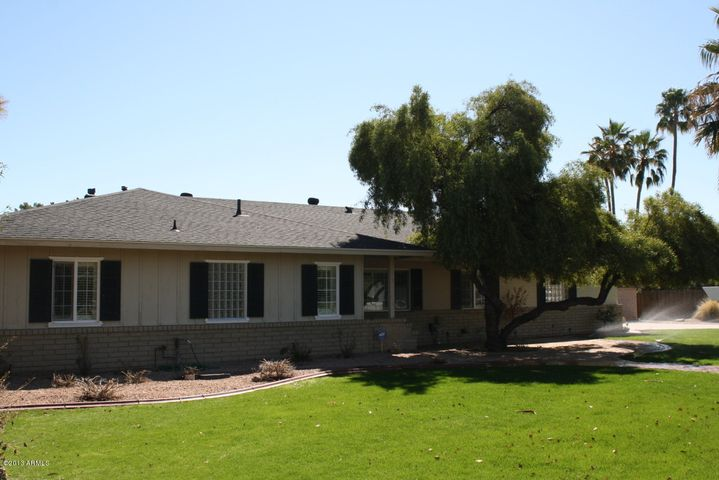 Paradise Valley, near Fashion Square, close to downtown Scottsdale, Quiet, Mountain Views, Diving Pool, Large Corner Lot