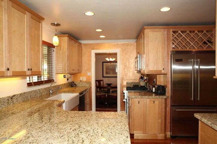 Gourmet Kitchen w slab granite, custom cabinets, and Viking Professional Series appliances
