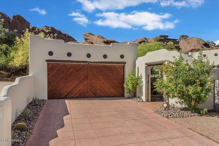 5704 N ECHO CANYON Drive, Phoenix, AZ 85018