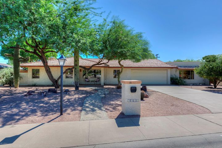 Welcome to Orange Valley Estates in Paradise Valley, Arizona.This 3 bedroom/3 bath home including guest casita is sure to impress.