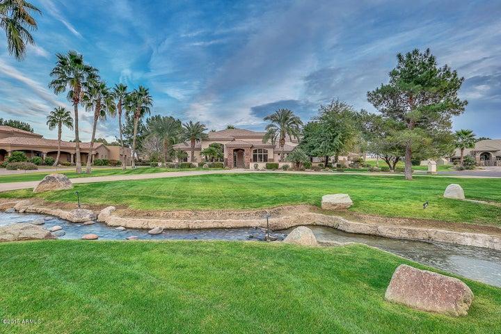 19 E OAKWOOD HILLS Drive, Chandler, AZ 85248
