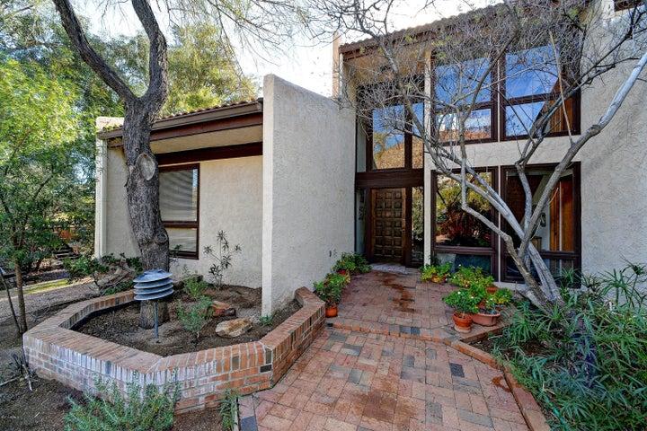 5421 E CAMELLO Road, Phoenix, AZ 85018