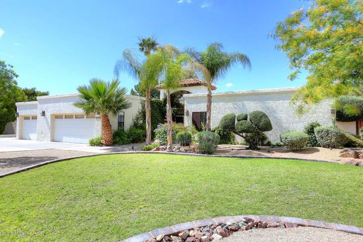 3BR/2.5BA in 2450SF on 1/3AC in a very central Scottsdale location!