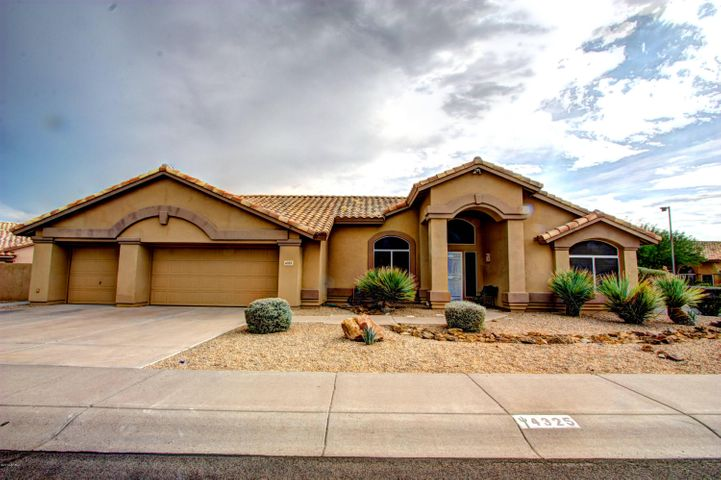 Great curb appeal in this great quiet neighborhood.