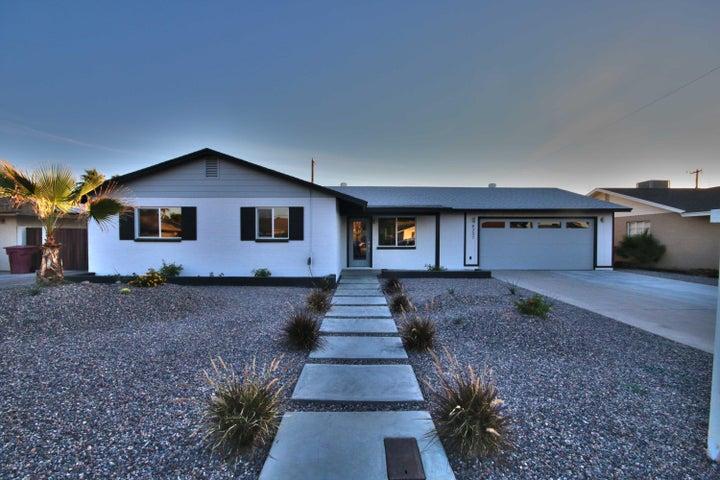 8237 E MINNEZONA Avenue, Scottsdale, AZ 85251