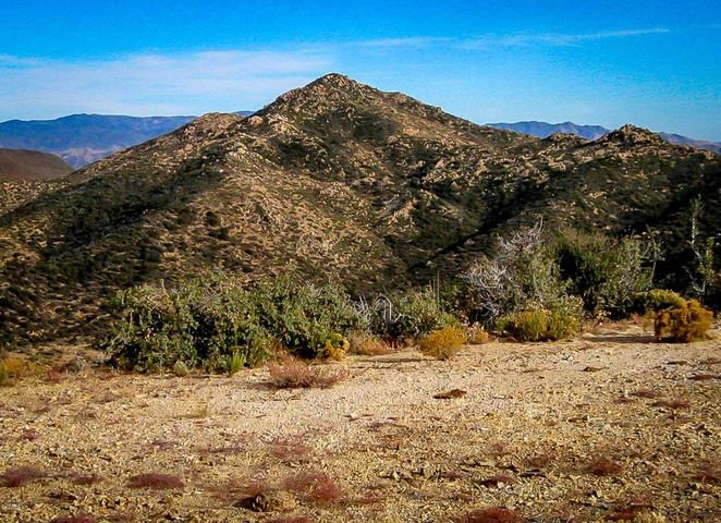 From the level spot on top, remarkable and virgin views of the wilderness. Even Four Peaks is visible, NorthEast of the Greater Phoenix area.