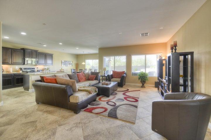 3715 E ZACHARY Drive, Phoenix, AZ 85050