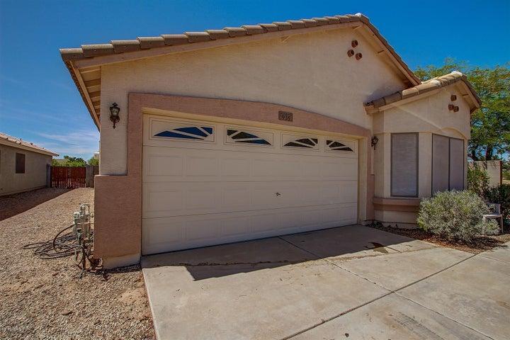 935 E VERNOA Street, San Tan Valley, AZ 85140