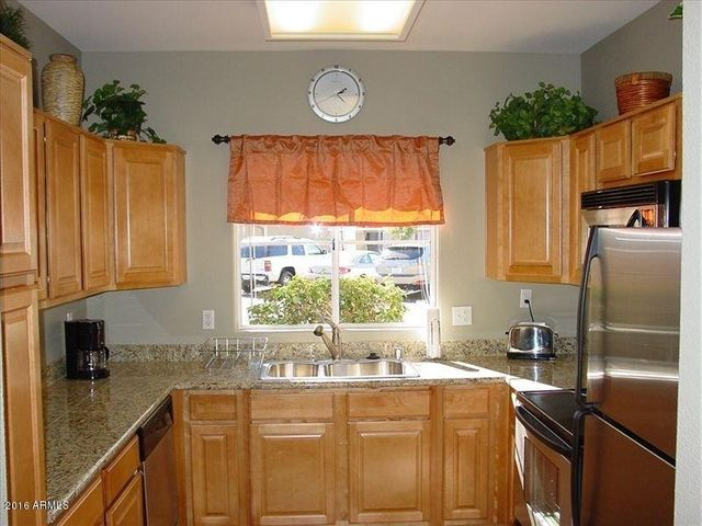 Maple Cabinets, Granite counters and stainless appliances