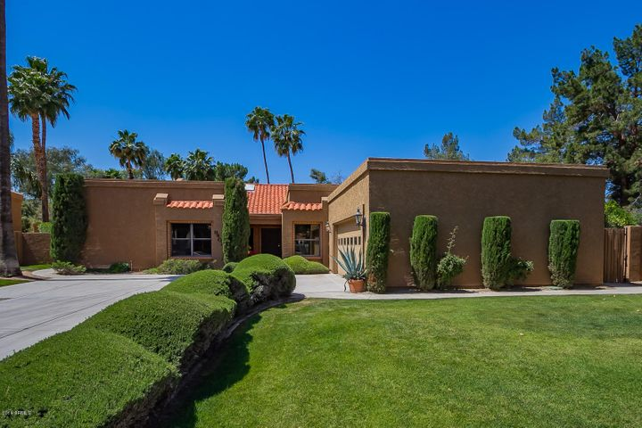 Beautiful 1-story McCormick Ranch home with no interior steps.