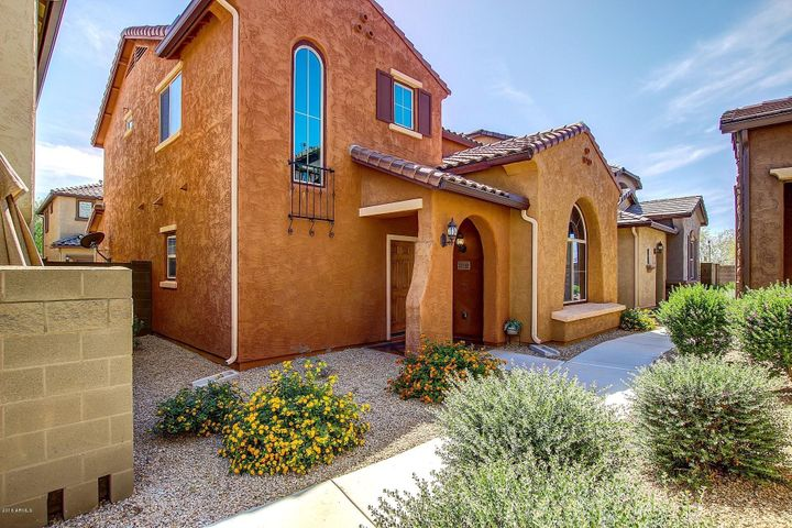 Detached Single Family Home in Beautiful Fireside at Desert Ridge