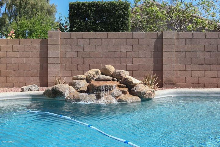 19,000 gal pebble tec play pool with water feature