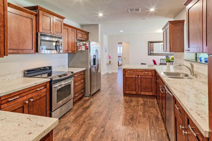 8050 E WINDSOR Avenue, Scottsdale, AZ 85257