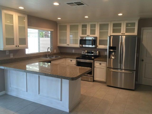 4826 W CHARLESTON Avenue, Glendale, AZ 85308