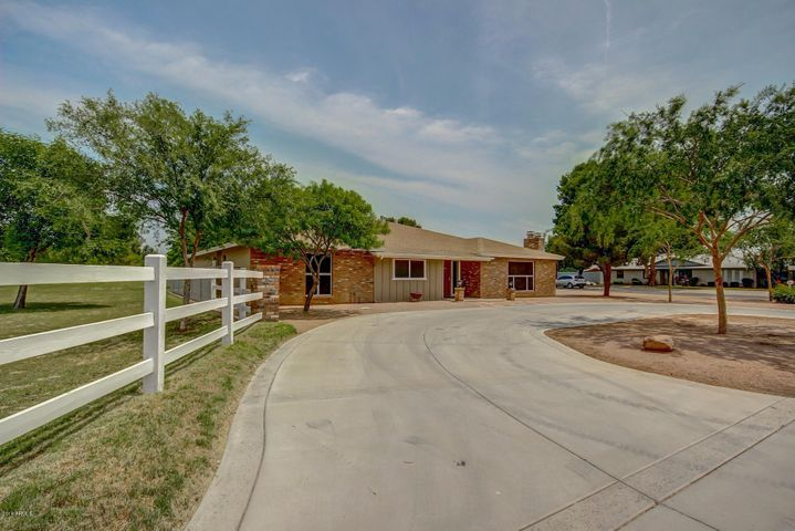966 E DESERT Lane, Gilbert, AZ 85234