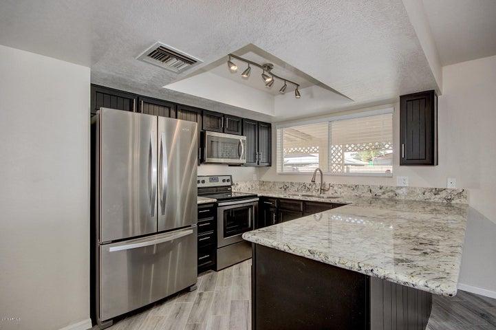 346 W HACKAMORE Avenue, Gilbert, AZ 85233