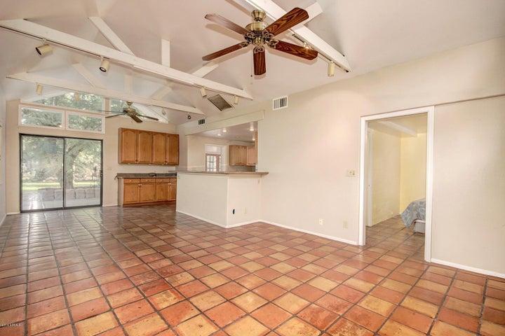 1049 E SPENCE Avenue, Tempe, AZ 85281