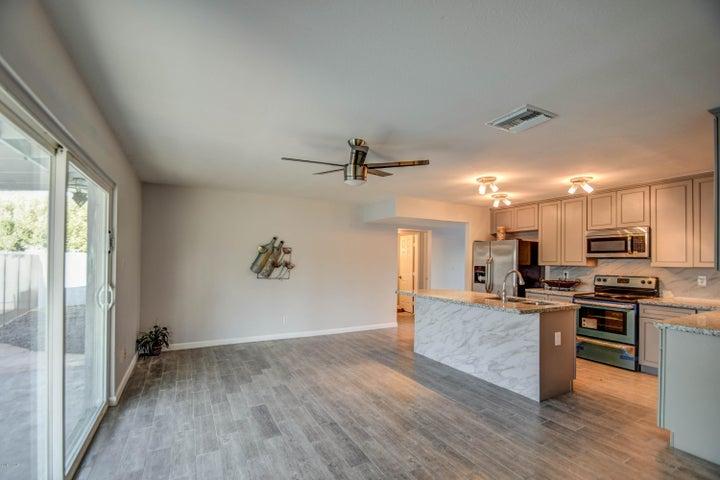 528 E MANHATTON Drive, Tempe, AZ 85282