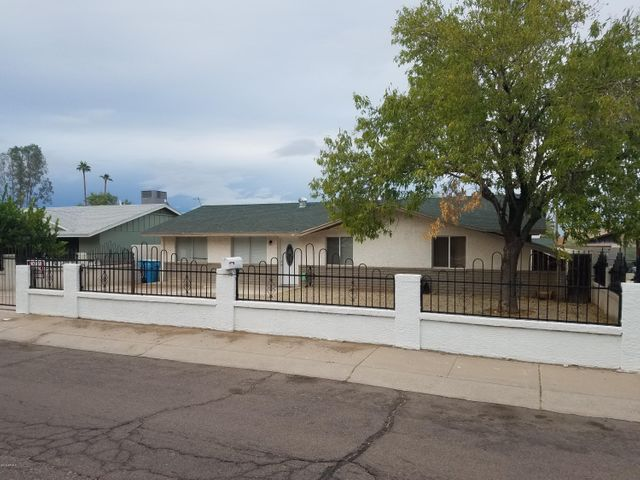 HUGE LOT WITH BEAUTIFUL FENCE