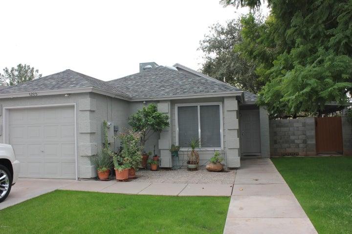 3205 N ASH Circle, Chandler, AZ 85224