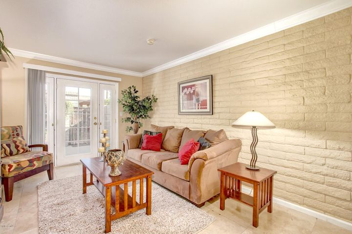 LARGE BRIGHT LIVING ROOM UNIT COMES FULLY FURNISHED