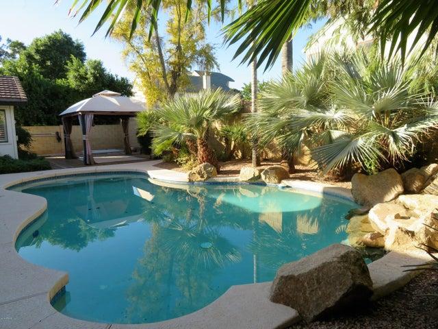 8026 E TUCKEY Lane, Scottsdale, AZ 85250