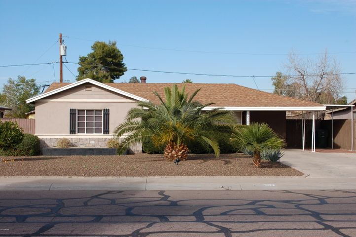 This south facing Central Phoenix home is just waiting for you