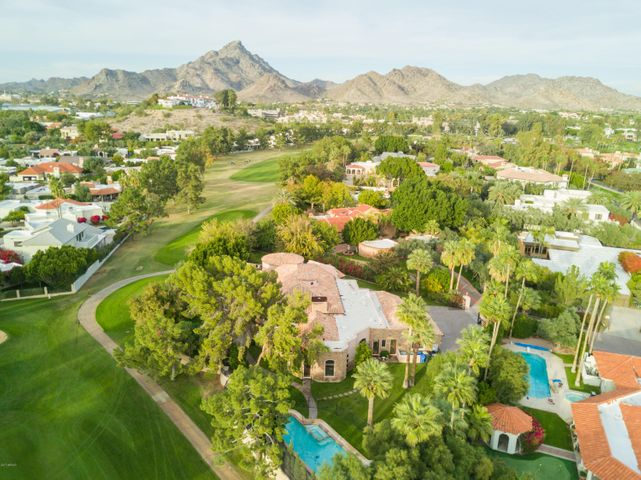 Corner lot situated on the 8th hole of the Links Golf Course and unobstructed mountain views