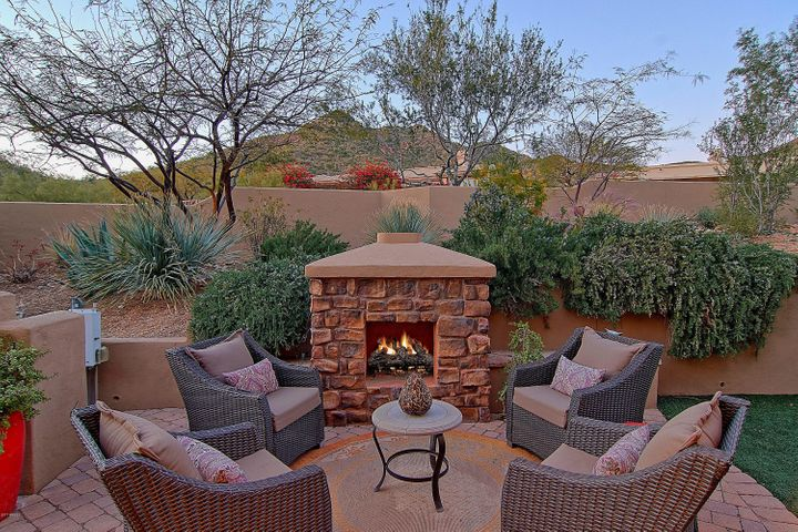 Enjoy relaxing evenings by the fire.