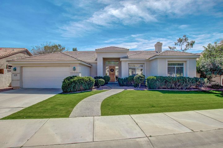GORGEOUS CURB APPEAL! 10+
