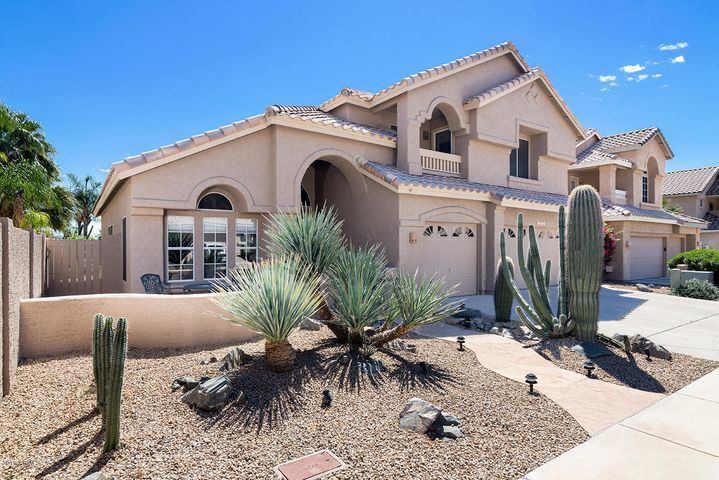 Low maintenance desert landscape in front
